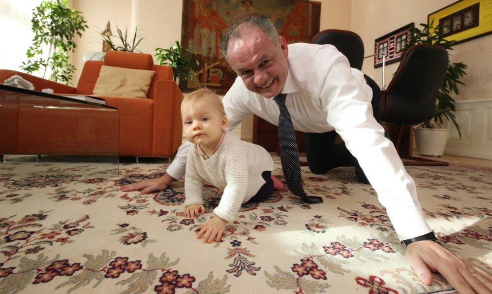 Andrej Kiska s vnučkou Miou. Foto Facebook Andreja Kisku