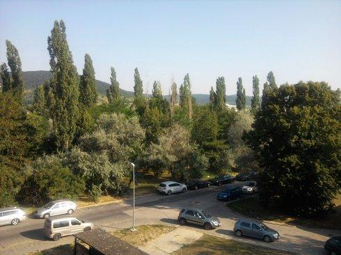 Miesto, kde mali vzniknúť štartovacie byty na Podnikovej. Foto: bratislava.sme.sk