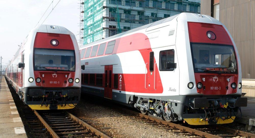 Do Petržalky by mohli jazdiť dvojposchodové elektrické jednotky 671 vyrábané v českej Vagónke Studénka, ktoré železnice nakupovali v uplynulých rokoch za eurofondy. Foto - TASR