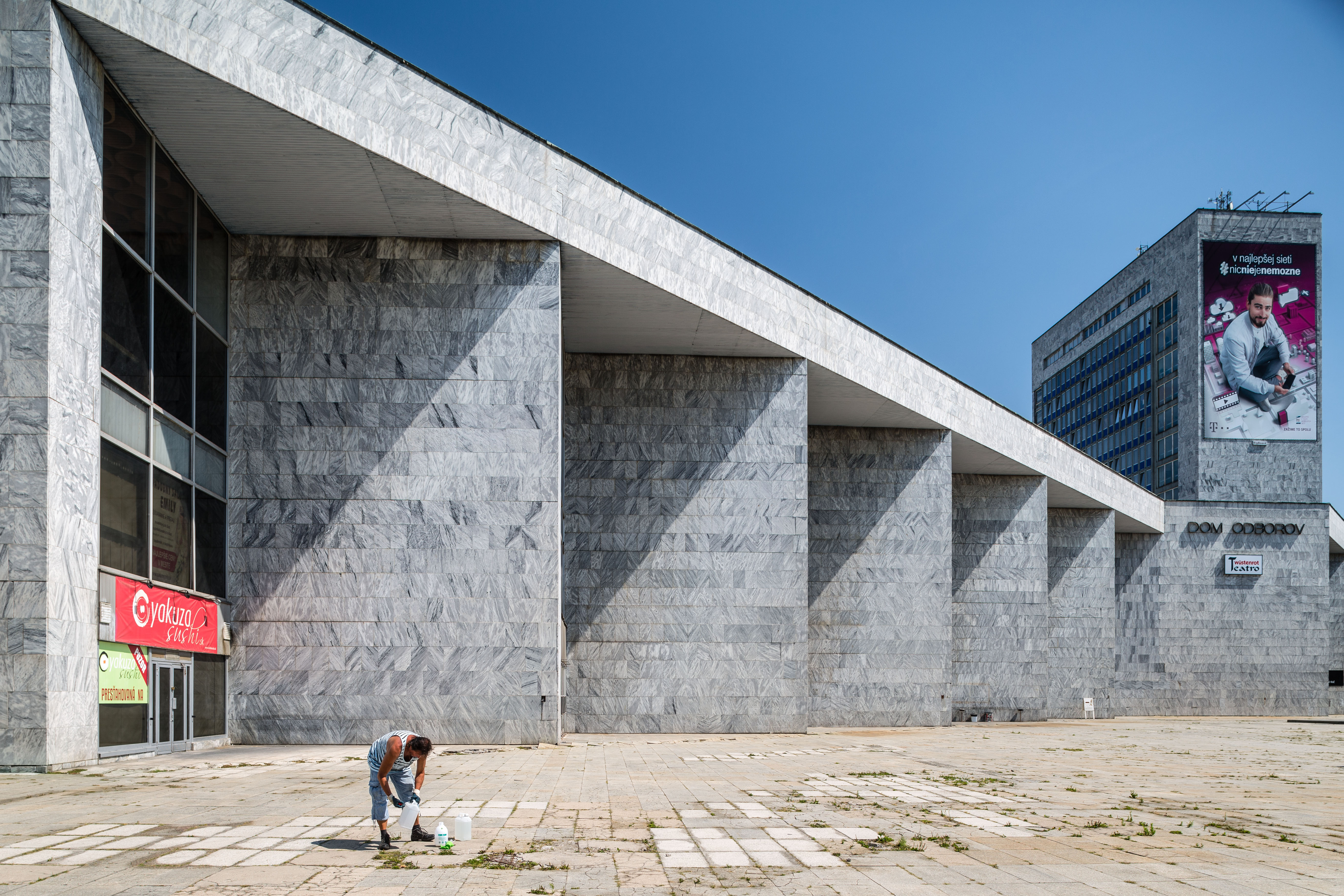 Istropolis si zaslúži prestavbu, nie vulgárne búranie, hovoria odborníci na architektúru