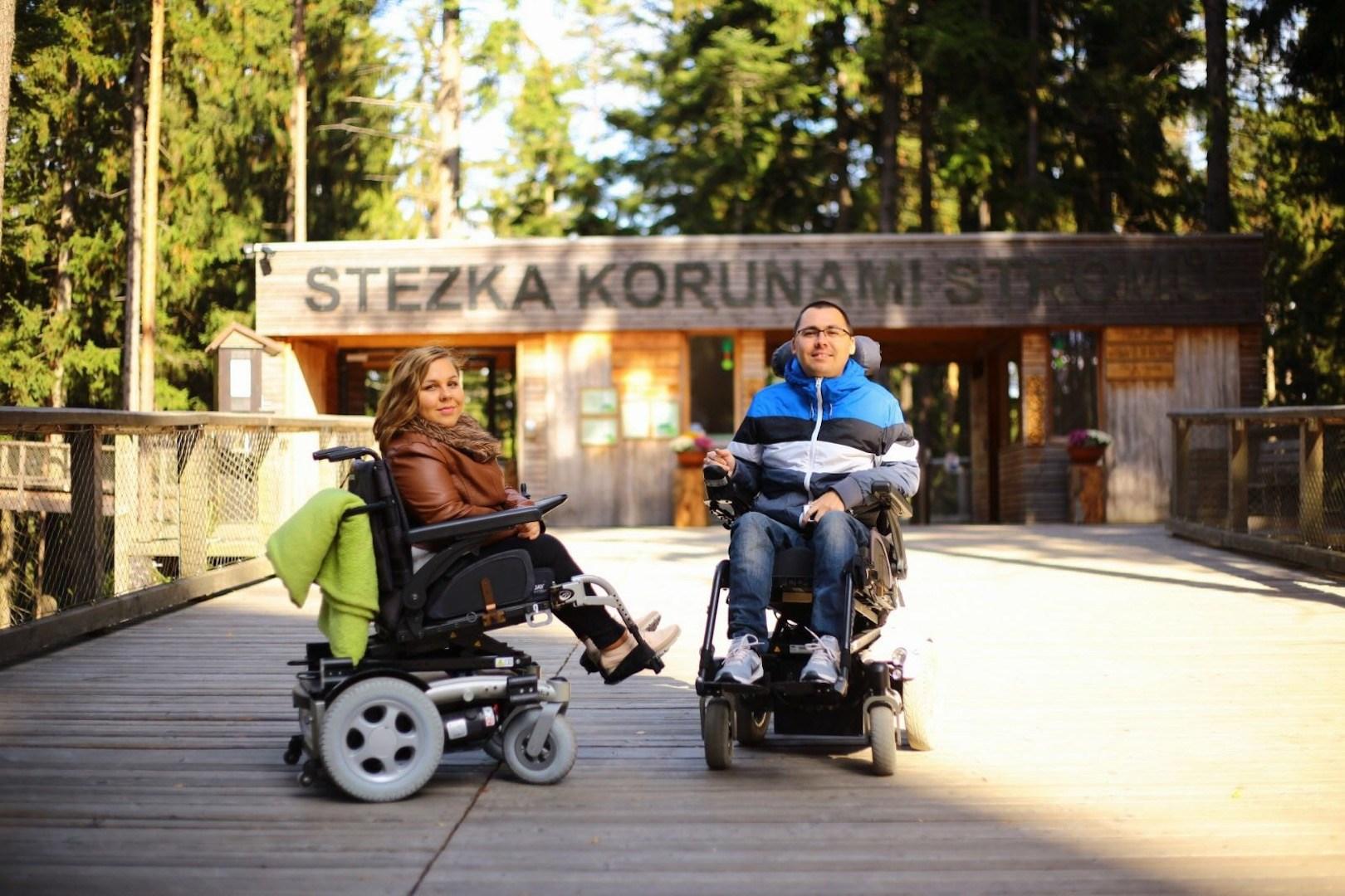 Skutok sa nestal: Ako mladý pár na vozíkoch prišiel o byt aj peniaze