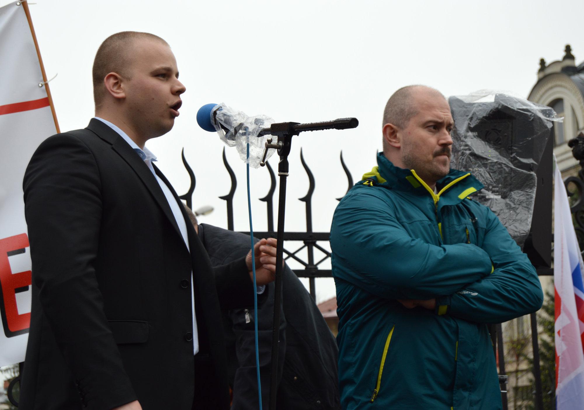 Mazurek je vinný, rozhodol súd. Kotlebovci odkázali, že raz príde proces s tými, čo ich odsúdili – Denník N