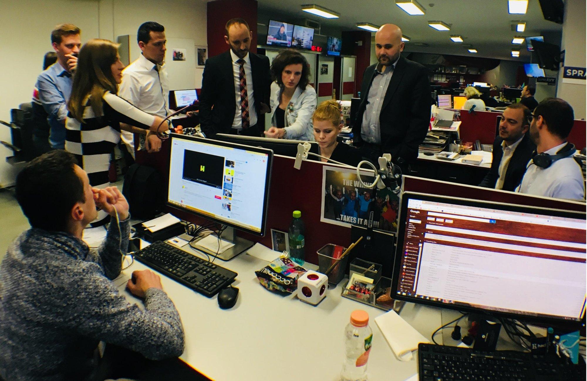 Správy RTVS opúšťa ďalší tucet novinárov vrátane Kovačič Hanzelovej, Kalinského či Minicha – Denník N
