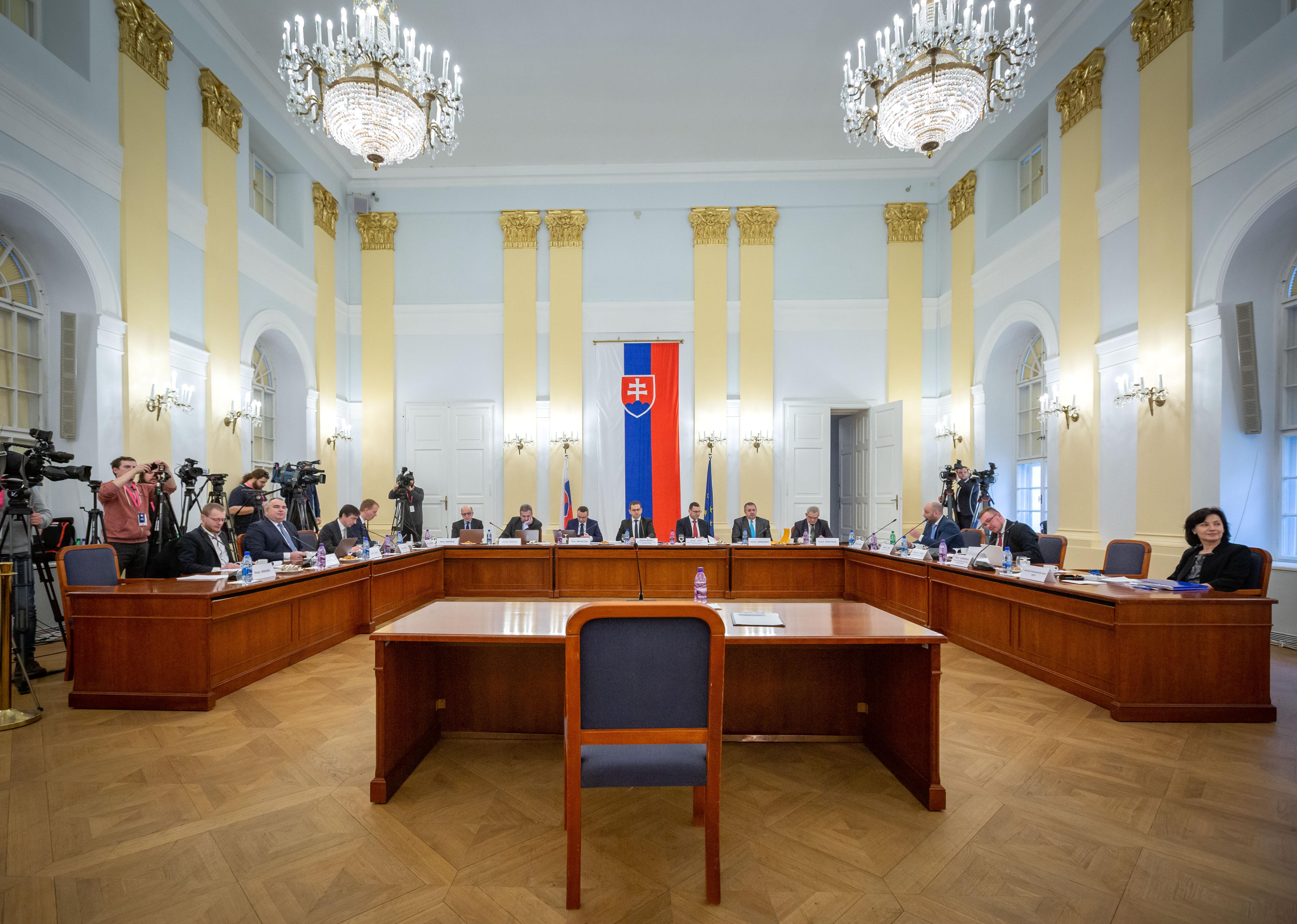 Poslancov čaká štvrtá voľba, štvrté vypočúvanie kandidátov. Foto N - Tomáš Benedikovič