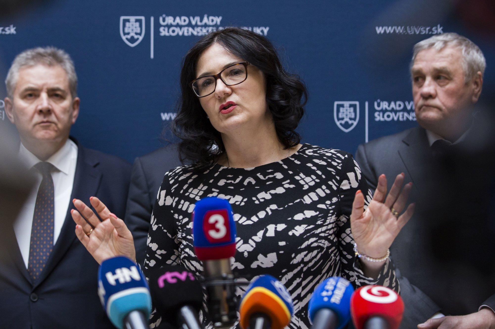 Opozícia chce odvolať Lubyovú: prepadli eurofondy, pochybne rozdelila 33 miliónov, nevyriešila kauzy – Denník N