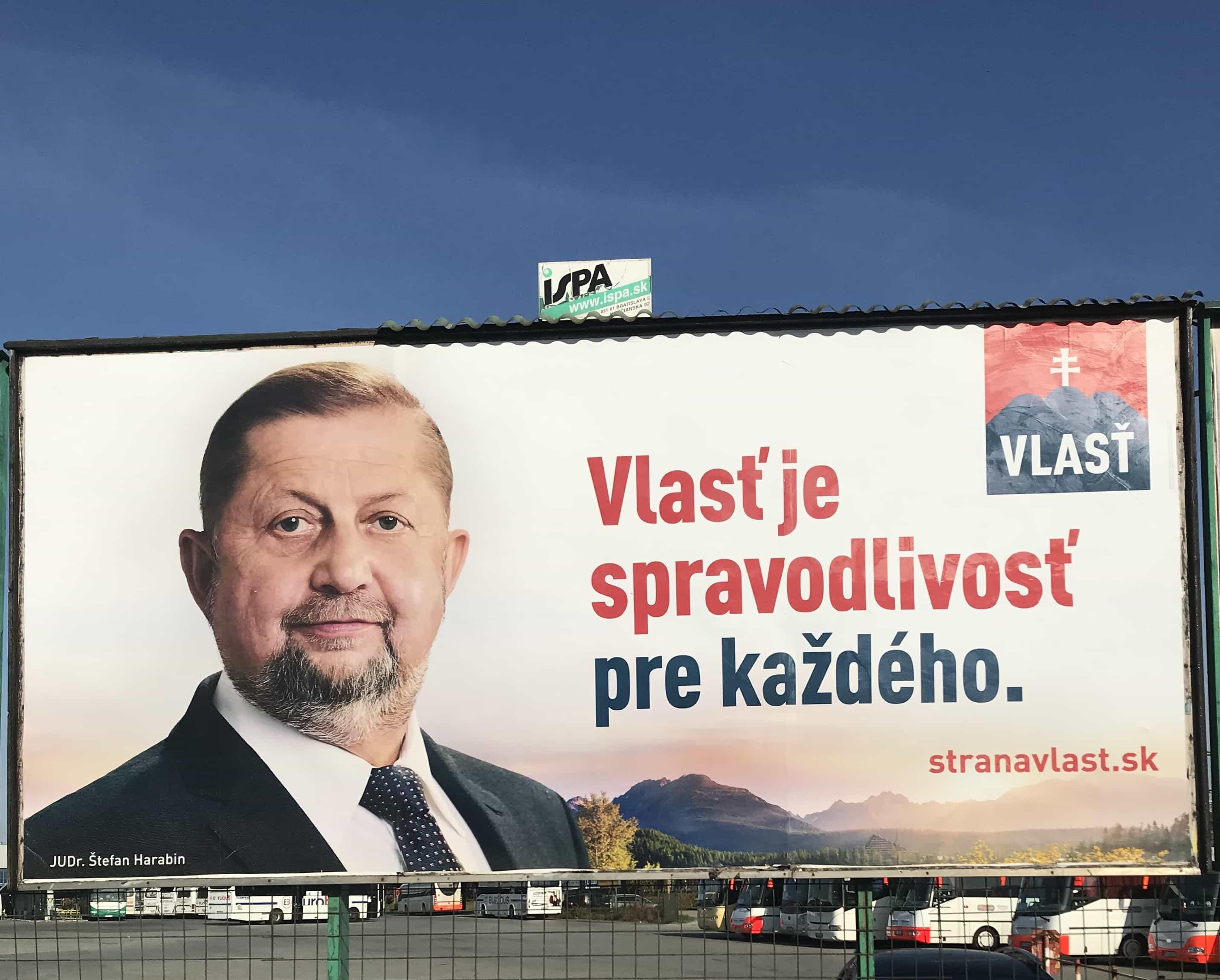 Jeden z billboardov strany Vlasť odfotený v Košiciach pri autobusovej stanici.