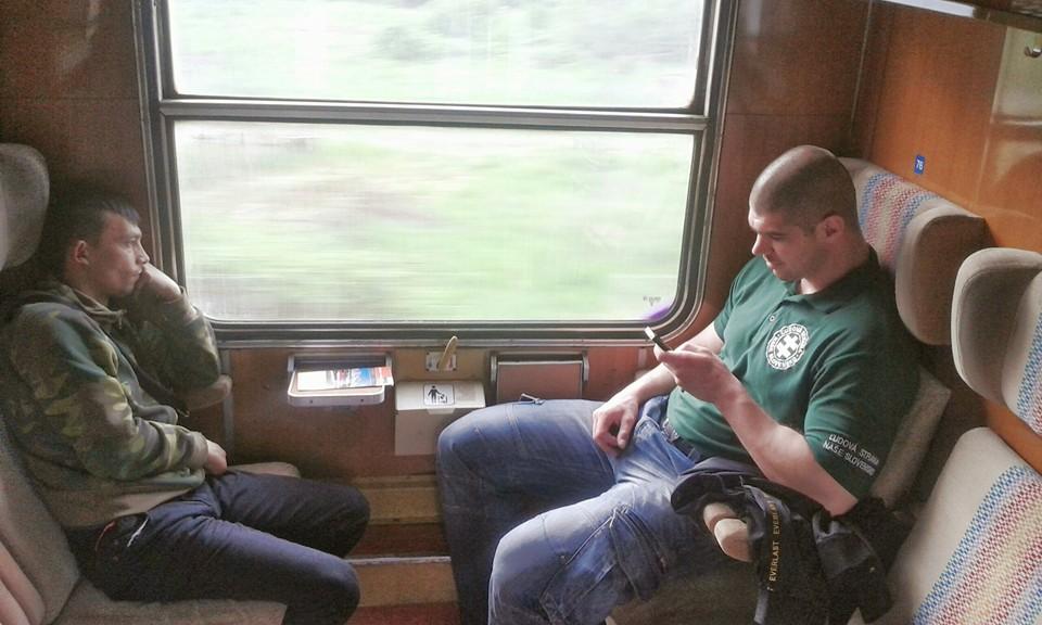 Kotleba a jeho esá vo vlakových hliadkach 14.4.16
