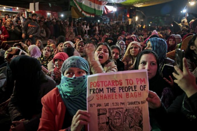 Tieto indické staré mamy samy nevychádzali z domu, teraz trávia noci na demonštráciách. Vzdorujú premiérovi