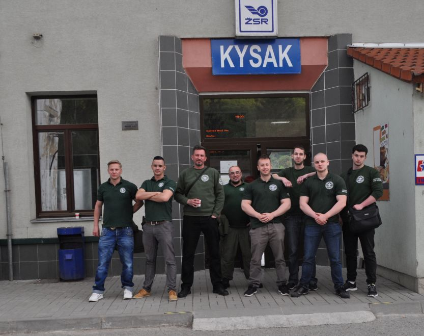 Kotleba a jeho esá vo vlakových hliadkach Kysak