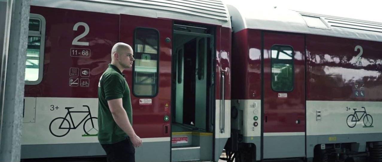 Kotleba a jeho esá vo vlakových hliadkach Mazurek-hliadkuje