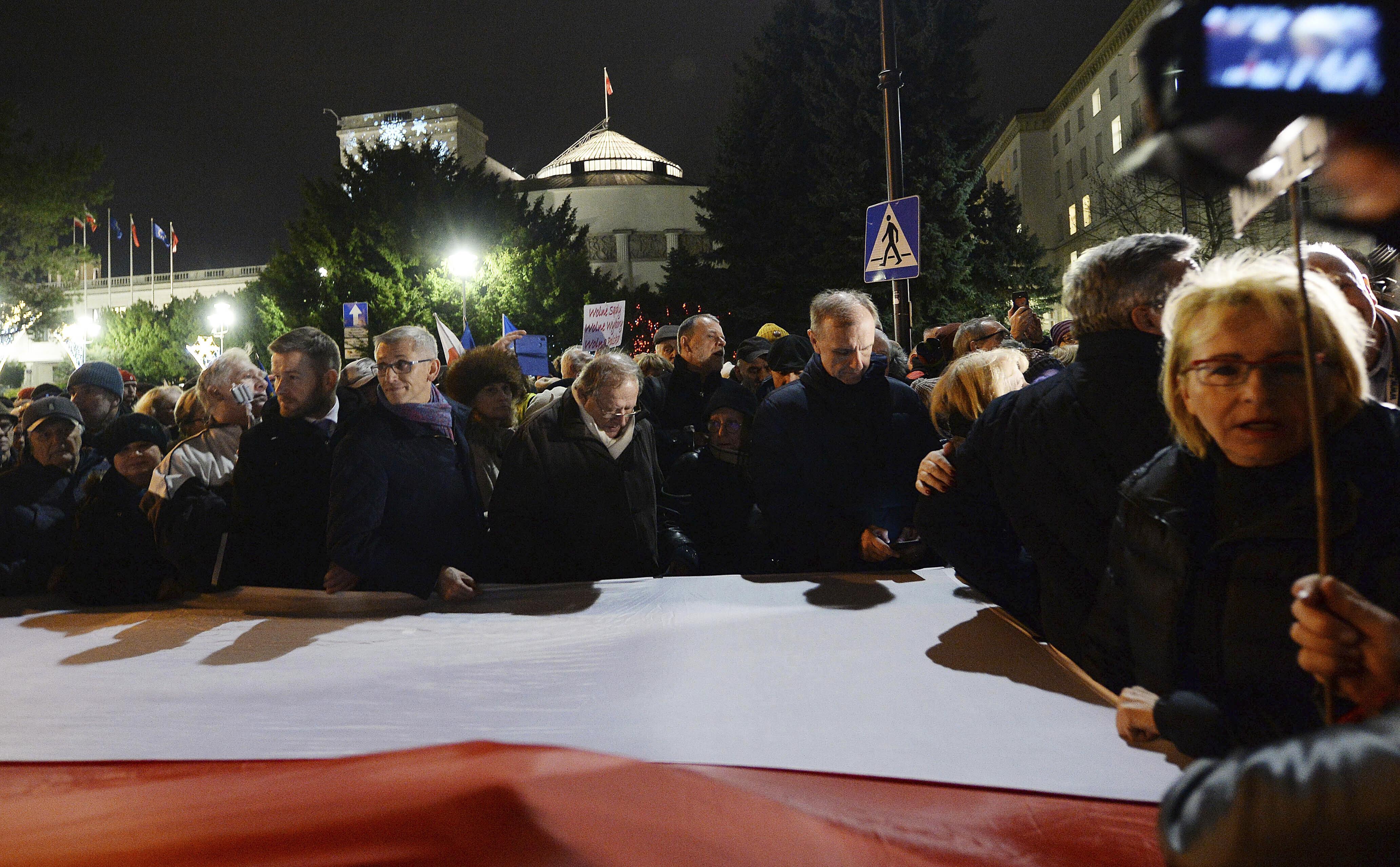 Sobotný protest vo Varšave. Foto - TASR/AP