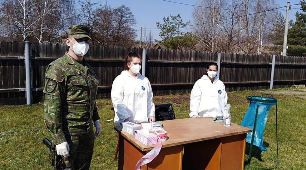 Vojaci kontrolujú testovanie v Jelšave