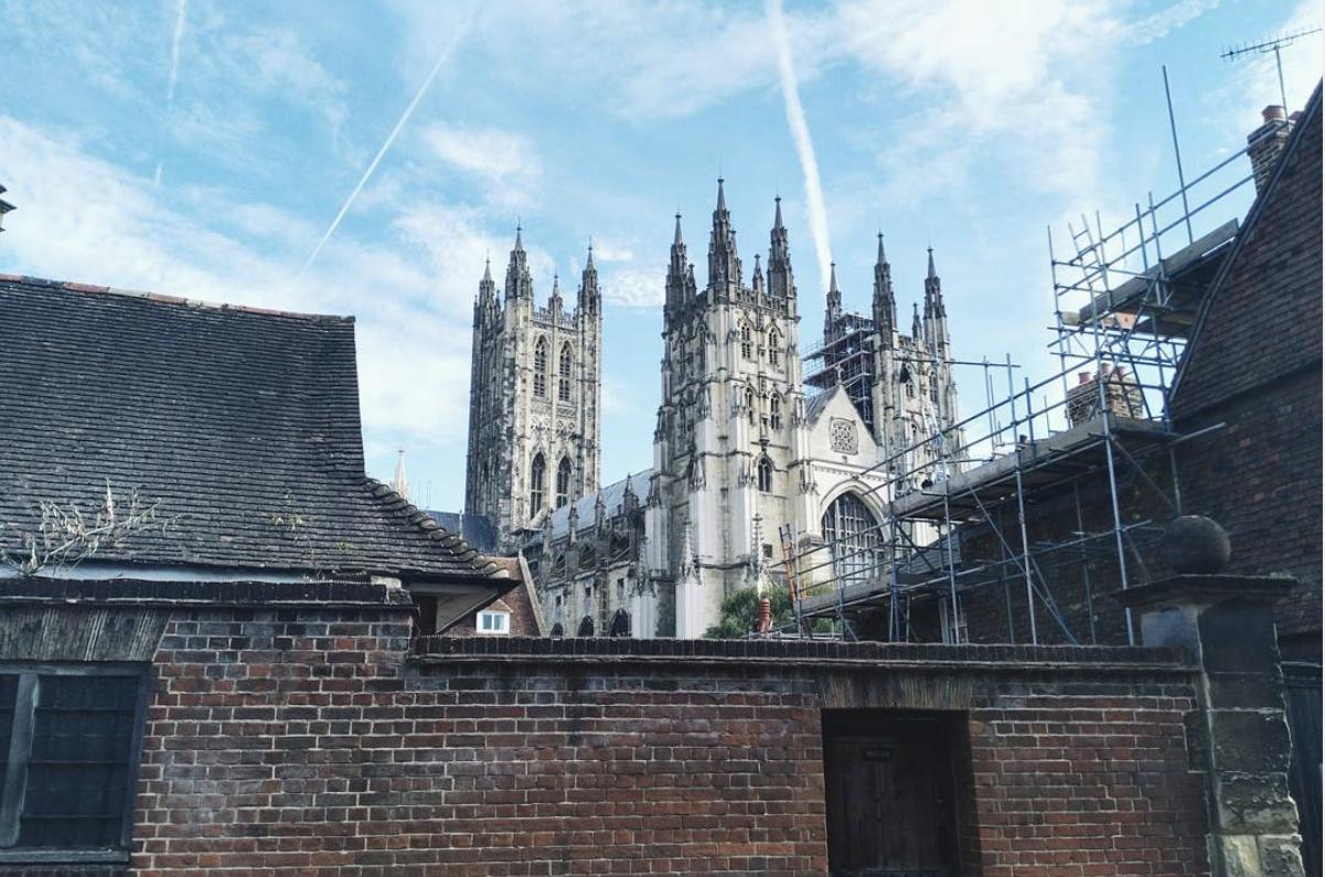 Katedrála v meste Canterbury, kde študenti University of Kent každý rok absolvujú promócie