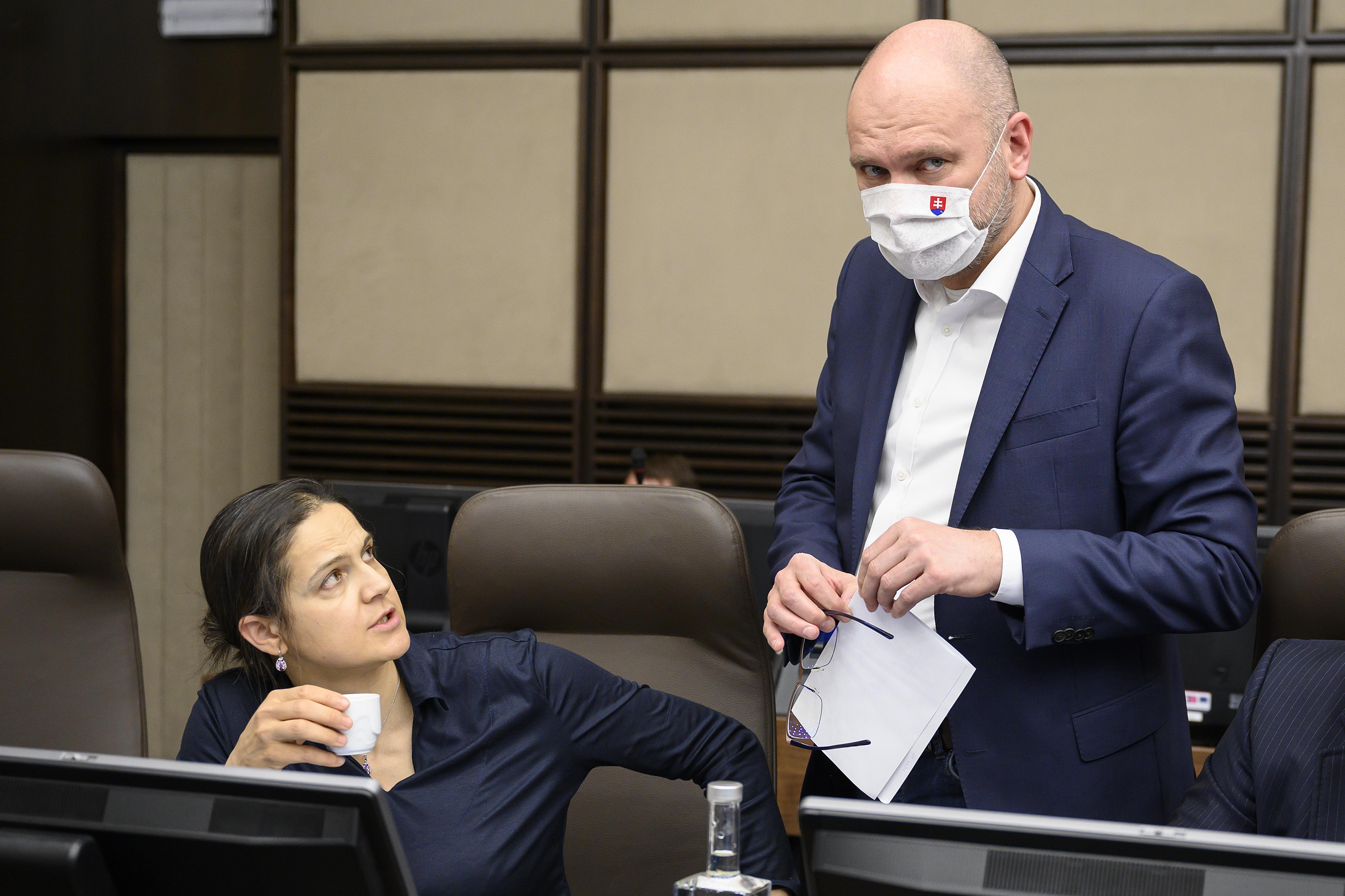 Mária Kolíková a Richard Sulík nahnevali sudcov. Foto - TASR