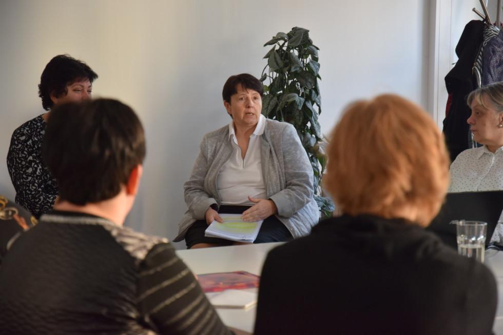 Stretnutie klubu riaditeľov Teach for Slovakia s hlavnou školskou inšpektorkou Vierou Kalmárovou