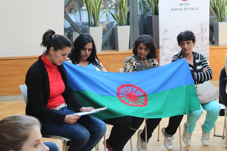 Rómske ženy z Banskej Bystrice a ich vlajka