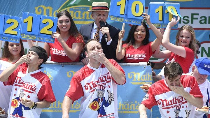 súťaž v jedení hot-dogov