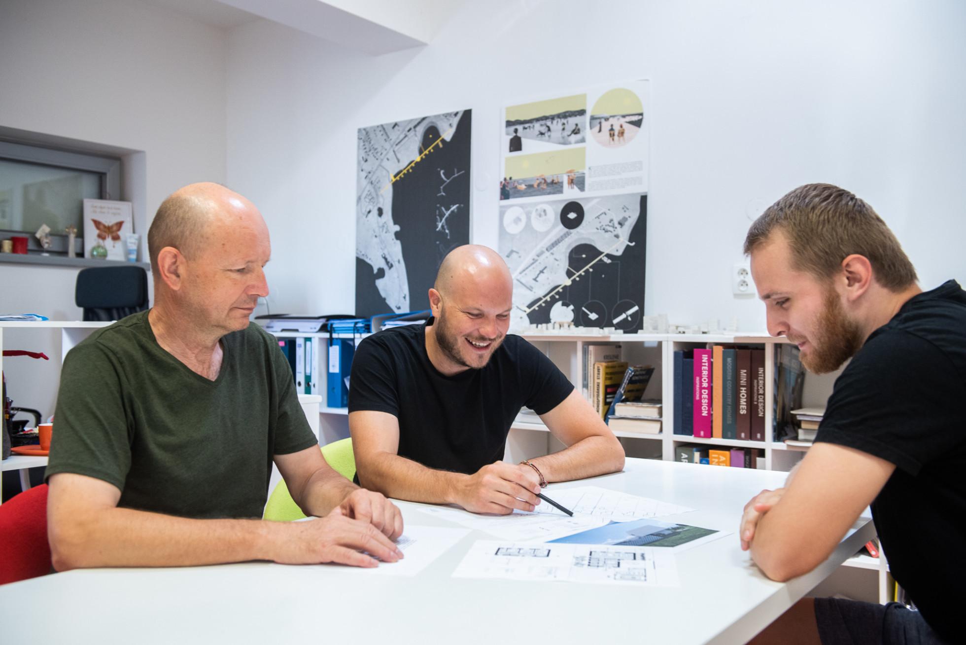 Traja architekti z Michaloviec: Nemusíte stavať tak ako traja vaši susedia, dá sa to aj krajšie