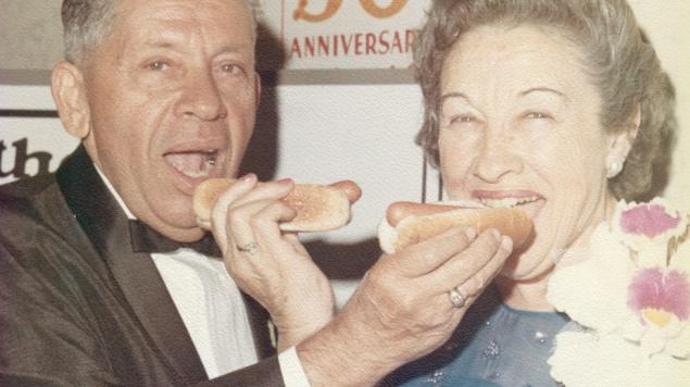 súťaž v jedení hot dogov